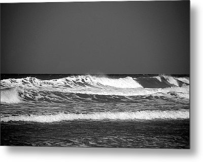 Waves 2 In Bw Metal Print