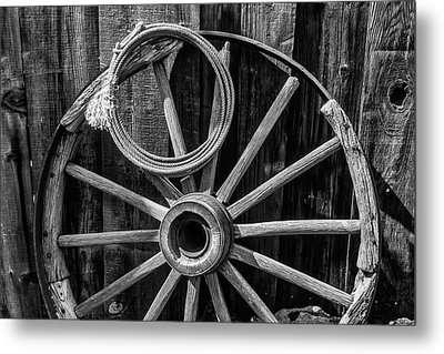 Western Rope And Wooden Wheel In Black And White Metal Print