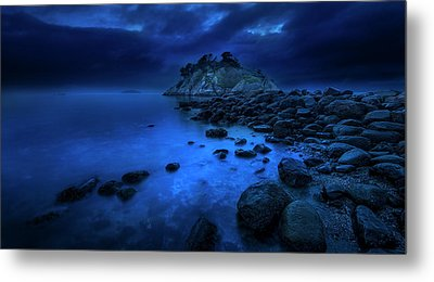 Metal Print featuring the photograph Whytecliff Dusk by John Poon