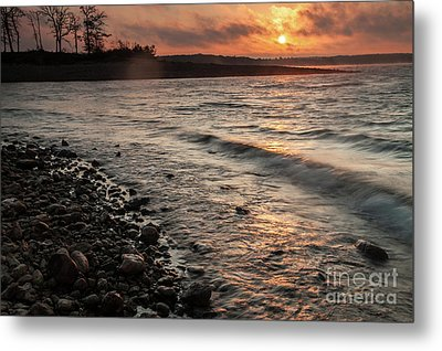 Metal Print featuring the photograph Winter Morning At The Vetran's Lake by Iris Greenwell