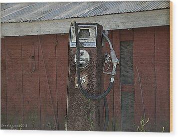 Old Farm Pump Wood Print