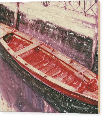 Red Canoe Wood Print by Linda Scharck