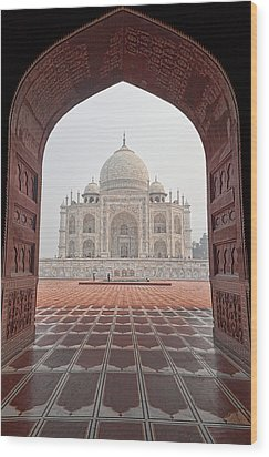 Wood Print featuring the photograph Taj Mahal - Color by Stefan Nielsen