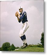 Johnny Unitas Set To Throw Metal Print by Retro Images Archive