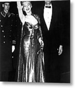 Marilyn Monroe Waves To The Crowd Metal Print