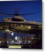 President Obama Reading As Marine One Metal Print