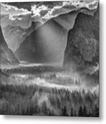 Yosemite Morning Sun Rays Metal Print