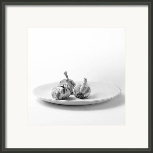 Garlic Framed Print By Ian Barber