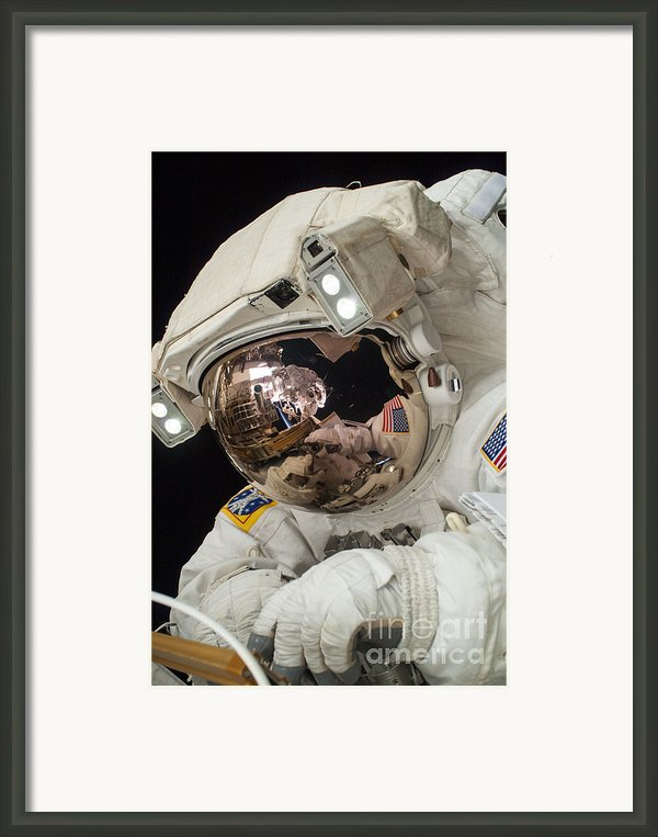 Iss Expedition 38 Spacewalk Framed Print By Science Source