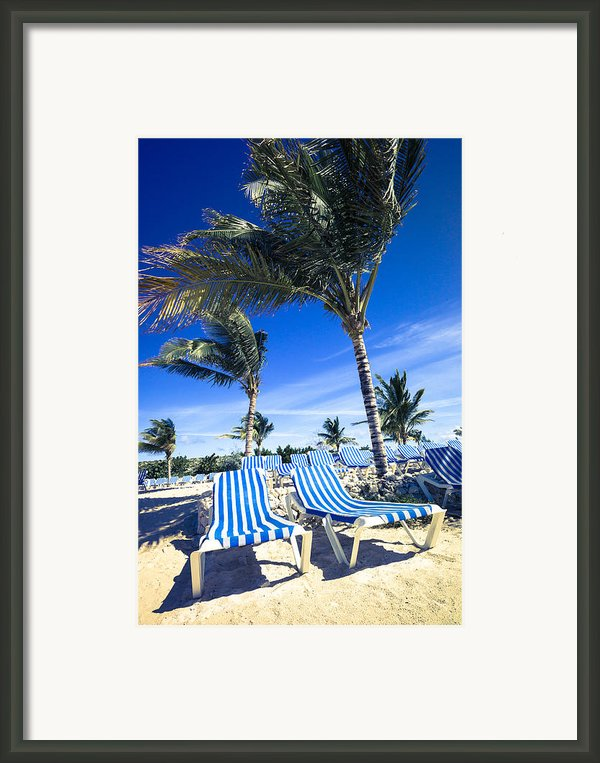 Windy Day At The Beach Framed Print By Susan Stone