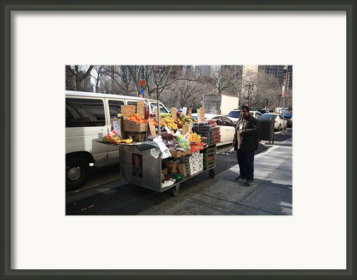 New York Street Vendor Framed Print By Frank Romeo