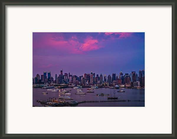 A Spectacular New York City Evening Framed Print By Susan Candelario