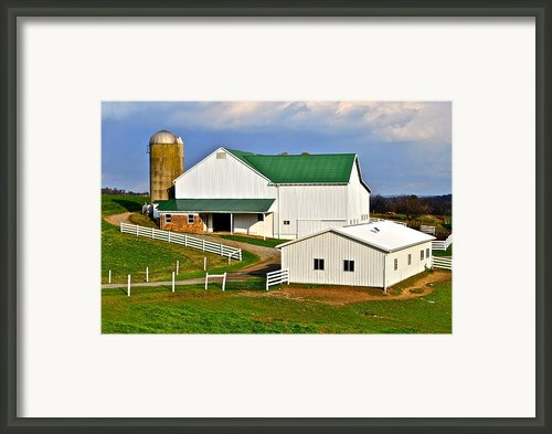 Amish Living Framed Print By Robert Harmon