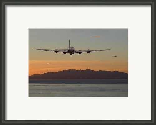 B17  Landfall Framed Print By Pat Speirs