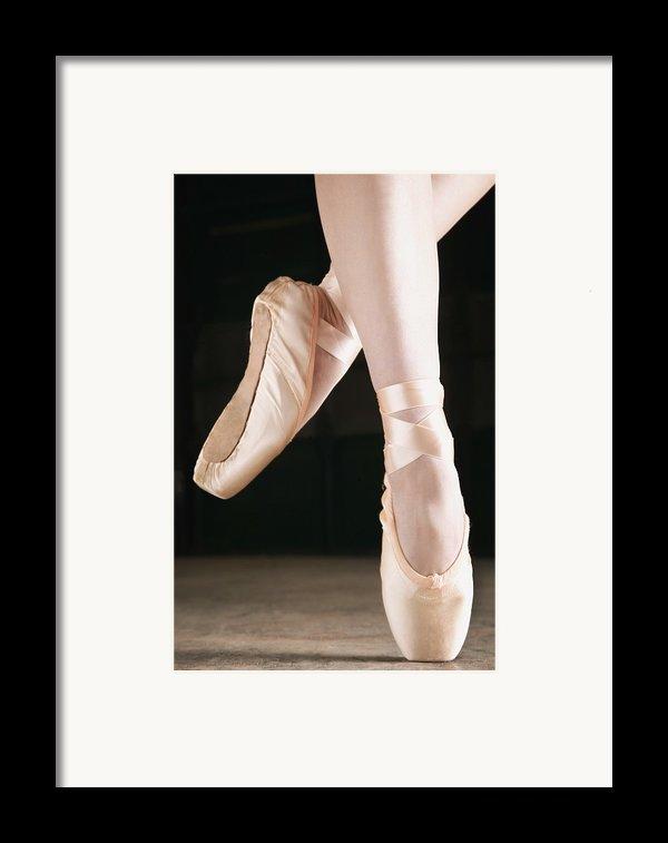 Ballet Dancer En Pointe Framed Print By Don Hammond