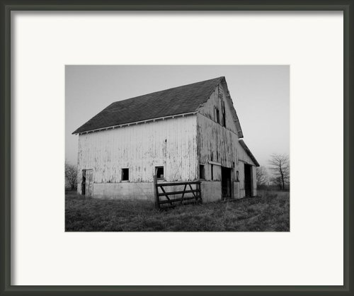Black And White Barn Framed Print By Michelle Kelnhofer