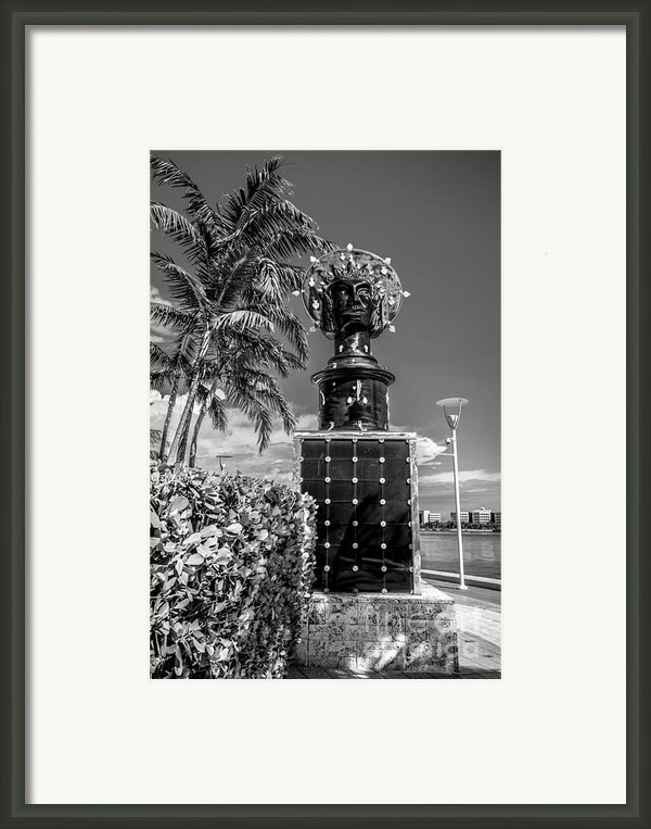 Blue Crown Statue Miami Downtown - Black And White Framed Print By Ian Monk
