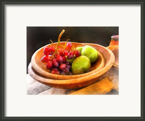 Bowl Of Red Grapes And Pears Framed Print By Susan Savad