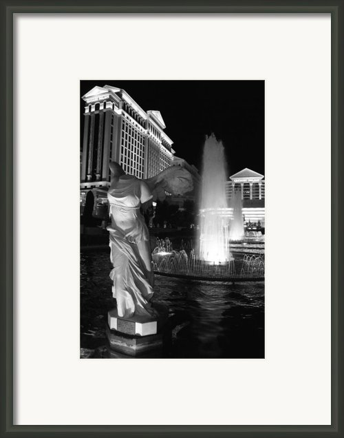 Caesars Fountain Bw Framed Print By Jenny Hudson