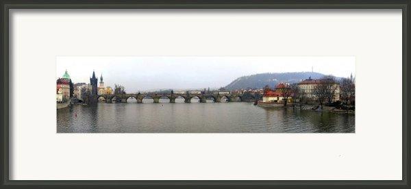Charles Bridge Framed Print By Gary Lobdell
