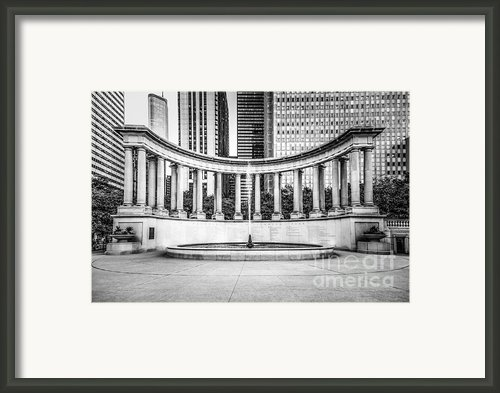 Chicago Millennium Monument In Black And White Framed Print By Paul Velgos