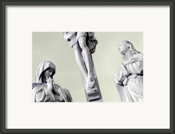 Christ On The Cross With Mourners Evansville Indiana 2006 Framed Print By John Hanou