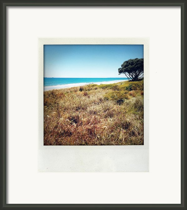 Coastline Framed Print By Les Cunliffe