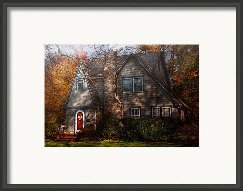 Cottage - Cranford Nj - Autumn Cottage  Framed Print By Mike Savad