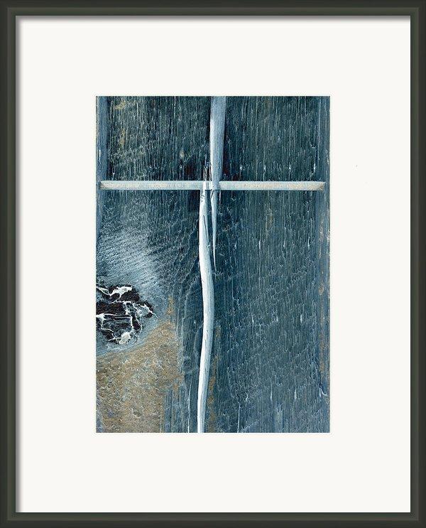 Cross2bear Framed Print By Tom Druin