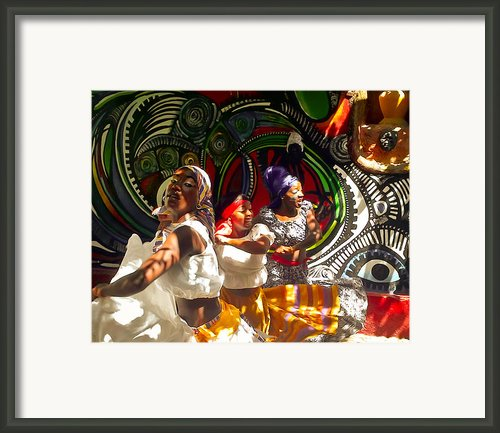 Dancers Of Callejon De Hamel Framed Print By Trish Oliveira