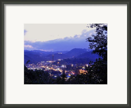 Dawn Of Gatlinburg Framed Print By Nian Chen