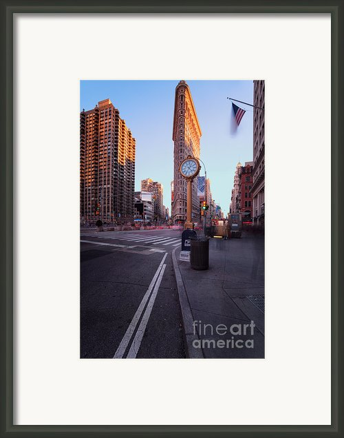 Flatiron Area In Motion Framed Print By John Farnan