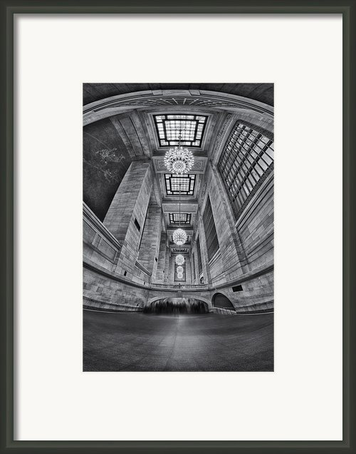 Grand Central Corridor Bw Framed Print By Susan Candelario