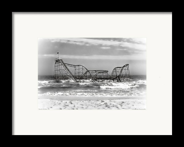 Hurricane Sandy Jetstar Roller Coaster Black And White Framed Print By Jessica Cirz