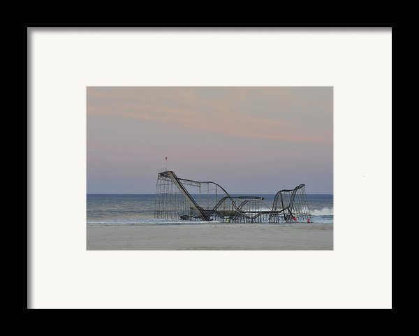 Jet Star At Dusk Framed Print By Terry Deluco