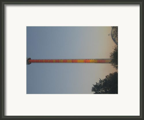 Kings Dominion - Drop Tower - 01132 Framed Print By Dc Photographer