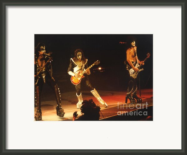 Kiss-b33a Framed Print By Gary Gingrich Galleries