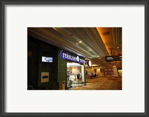 Las Vegas - Mandalay Bay - 12121 Framed Print By Dc Photographer