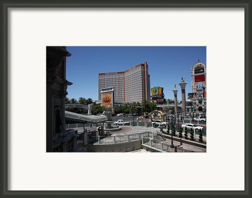 Las Vegas - Treasure Island - 12122 Framed Print By Dc Photographer