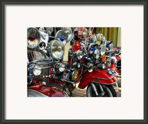 London 089 Framed Print By Lance Vaughn