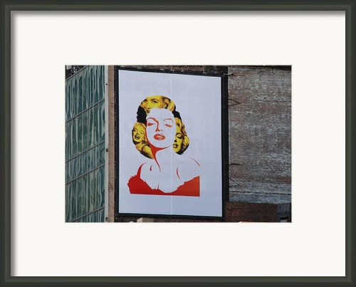 Marilyn Monroe Framed Print By Rob Hans