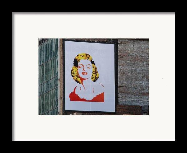 Marilyn Monroe Framed Print By Rob Hans
