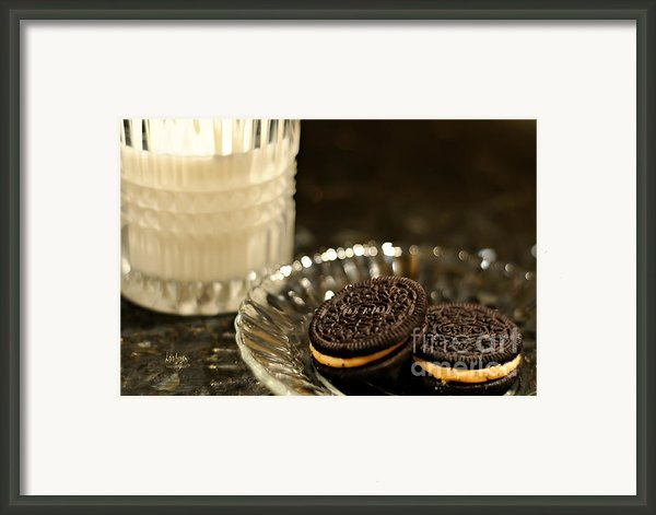 Midnight Snack Framed Print By Lois Bryan