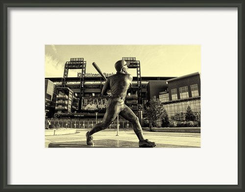 Mike Schmidt At Bat Framed Print By Bill Cannon