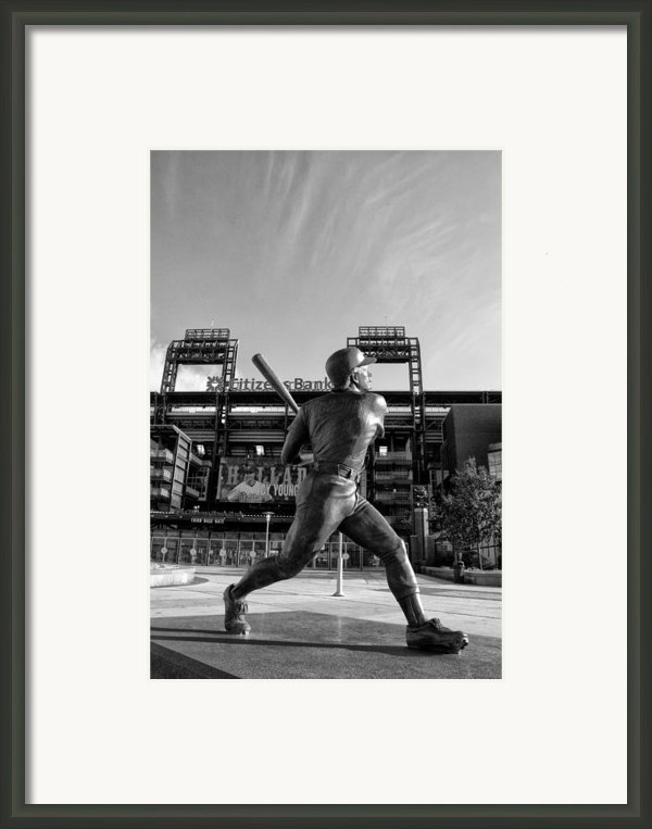 Mike Schmidt Statue In Black And White Framed Print By Bill Cannon