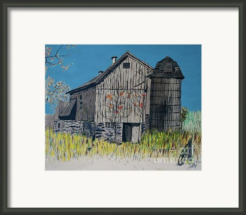 Old Barn Framed Print By Linda Simon