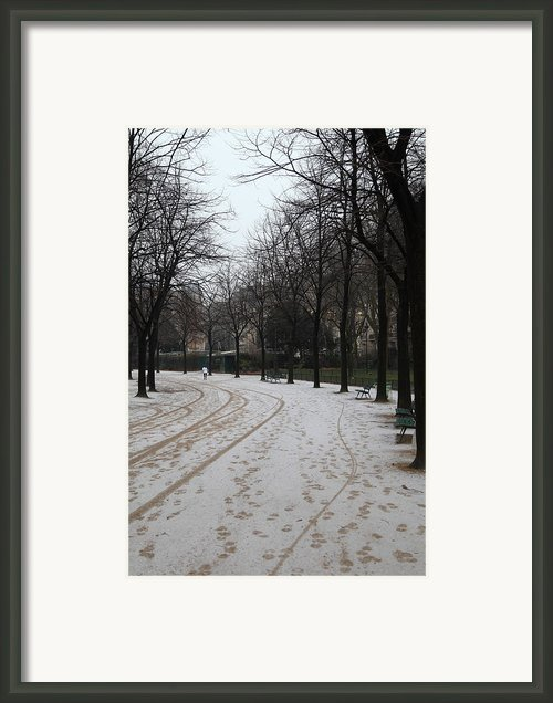 Paris France - Street Scenes - 011325 Framed Print By Dc Photographer