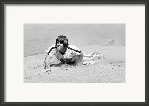 Pete Rose Framed Print By Glenn Mccurdy
