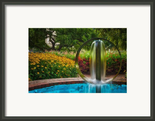 Round Water Sculpture Prescott Park Garden  Framed Print By Jeff Sinon