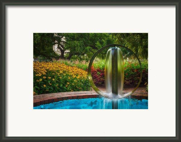 Round Water Sculpture Prescott Park Garden  Framed Print By Jeff Sinon